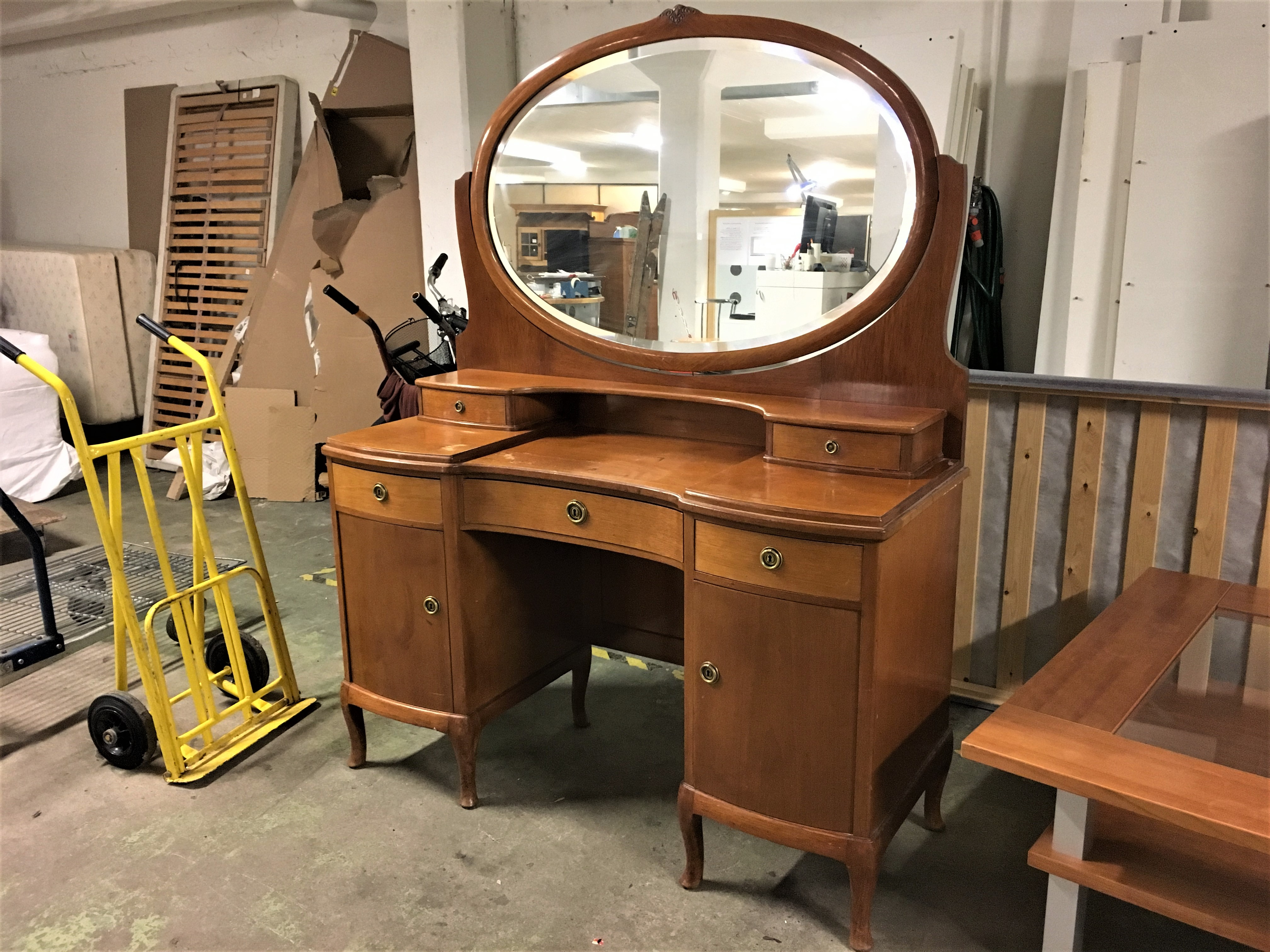 Begagnade möbler - Två Kronor