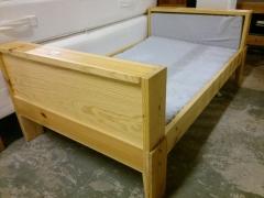 Växasäng + madrasser