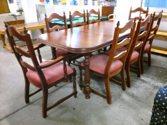 Matbord + 8st stolar