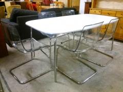 Runt bord + 5st stolar