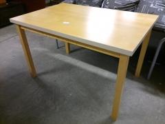 Matbord/skrivbord
