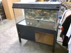 Akvarium med underskåp