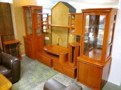 Tv-bokhylla med vitrin