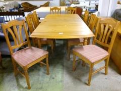 Köksbord + 8st stolar