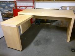 Skrivbord med sidobord