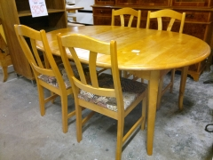 Runt bord + 4st stolar
