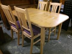 Köksbord + 4st stolar