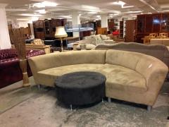 Svängd soffa + pall