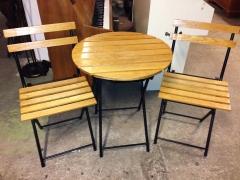 Bord + 2st stolar